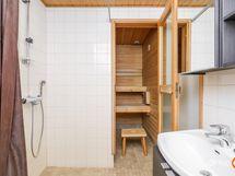 Kylpyhuoneessa vesikiertoinen lattialämmitys