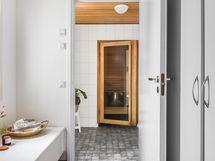 Pukuhuone, kylpyhuone ja saunatilat