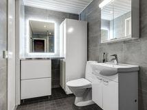 Uusittua kylpyhuonetta