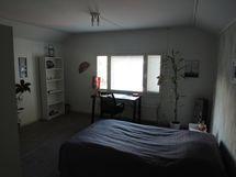 makuuhuone yläkerrassa B