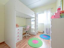 Makuuhuone 2 alakerrassa