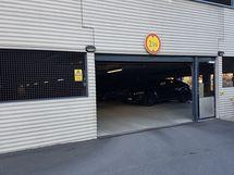 Autohalli sisäänkäynti