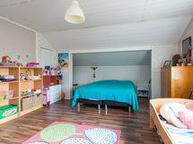 Kuva yläkerran makuuhuoneesta (2)