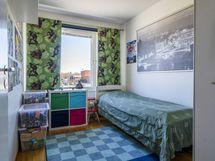 Makuuhuoneista pieninkin on hyvän kokoinen.