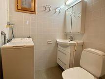 1. kerroksen kylpyhuone