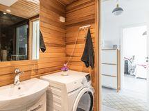 Kylpyhuoneessa tilaa pesukoneelle