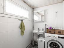 Kylpyhuoneeseen sopii isompikin pesukone