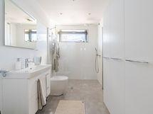 Loiston malliasunto A40 2h+kt 52,0 m2 + viherh.4,5 m2: kylpyhuone