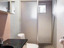 alakerran makuuhuoneen wc
