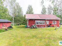Talo ja pihapiiriä