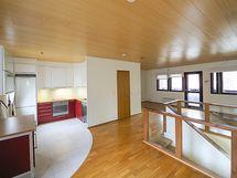yläkerta keittiö/olohuone