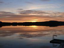 Myyjän ottama kuva laiturilta järvelle