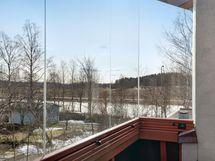 Parvekkeelta upeat näkymät Vantaanjoen suuntaan