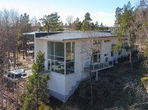 Rinnetontille suunniteltu talo