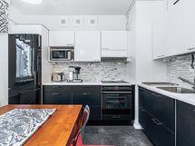 Tyylikäs vuonna 2012 uusittu keittiö