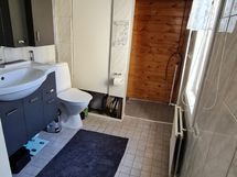 1.erillinen wc....
