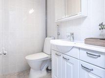 asunnossa kaksi erillistä wc tilaa