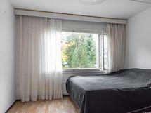 Tilava olohuone/makuuhuone
