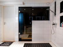 Kylpyhuone ja sauna uusittu 2012