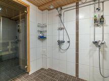 taloyhtiön kylpyhuone vapaasti käytettävissä