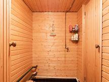 Pesuhuone kellarissa