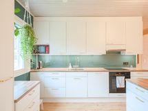 Integroidut astianpesukone ja jääkaappi