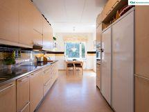 Upean tilavassa keittiössä ...