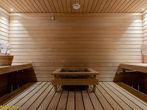Iso sauna, jossa vastakkain istuttavat tasolauteet