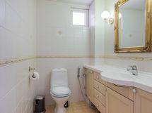 1. kerroksen erillis-wc