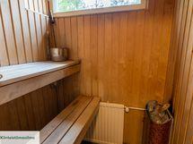 Oma sauna jossa ikkuna ulos