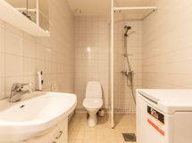 Kylpyhuone (1. kerroksen asunto)