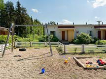 Pihassa myös lasten leikkipaikka