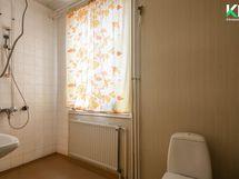 Yläkerran suihkuhuone ja wc