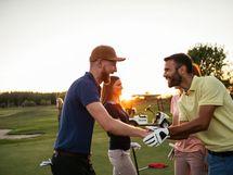 Kesällä voit suunnata golfkentälle tai lähteä Päijänteen rantaan saunakylään.
