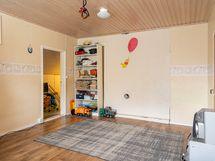 Yläkerran toinen makuuhuone (2)