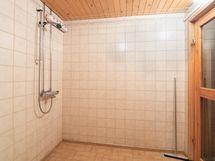 Päärakennuksen kylpyhuone