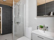 Kuva Hiihtäjän stailatusta A1 huoneiston kylpyhuoneesta