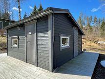 Saunarakennuksessa on myös varasto ja puuliiteri.
