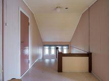 Yläkerran aulatilaa