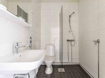 Kylpyhuone (2. kerroksen asunto)