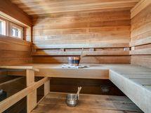 Yläkerran sauna.