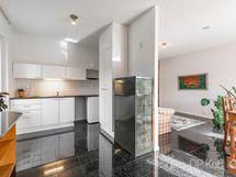erillisen kaksion keittiö/olohuone