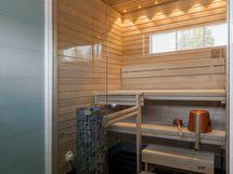Vaalea, viihtyisä sauna