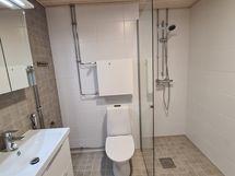 Tilava ja uusi kylpuhuone