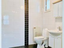 Talousrakennuksen WC