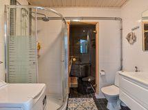 Kylpyhuone on remontoitu 2015