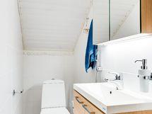 Alakerran wc myös uudistettu.