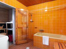 Tässä kylpyhuoneessa paistaa aina aurinko kesät ja talvet -