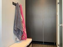 Kylpyhuoneen läheisyydessä pukeutumistila