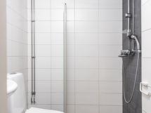Kylpyhuoneessa pyykinpesukoneliitännät